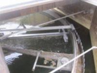 汚泥掻寄機の掻寄板、アームの破損